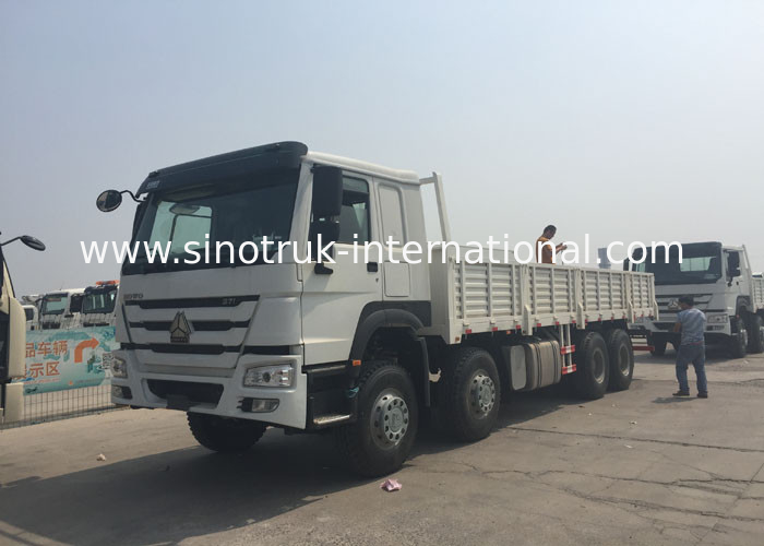 Diesel Engine Cargo Truck SINOTRUK HOWO HW76 Cabin 30 - 60 Tons Top Configuration