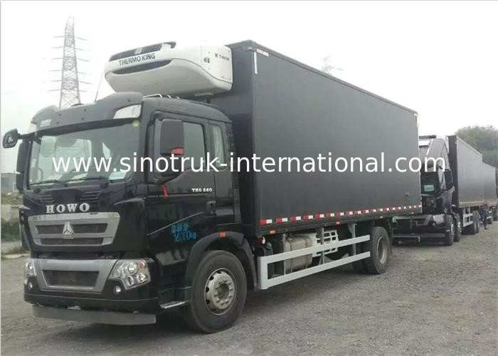 Commercial Refrigerated Truck SINOTRUK HOWO 20 - 25 CBM German MAN Engine Euro 4