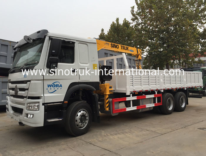 4X2 LHD Truck Mounted Telescopic Boom Crane 5 Tons For Bridge Engineering