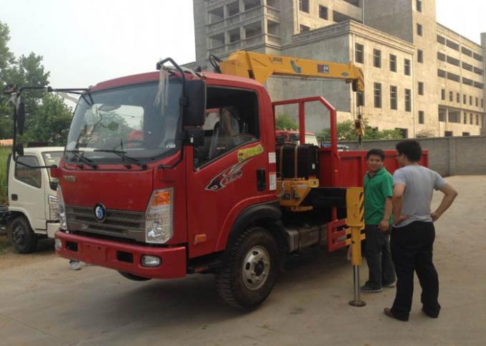 4X2 Euro2 Truck Mounted Hydraulic Crane 3.2 Tons XCMG For Municipal Constructional Engineering