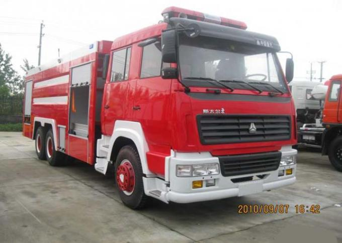SINOTRUK HOWO Fire Fighting Truck 20CBM 10 Wheels , Rescue Fire Trucks