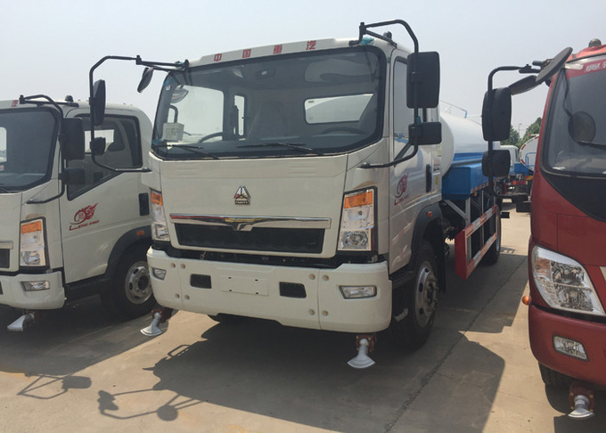 SINOTRUK HOWO Light truck Water Tank Truck 5-8CBM For Road Flushing