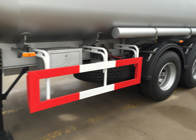 SINOTRUK Mn Steel 60 Cfm Oil Tank Semi Flatbed Trailers For Oil Fuel Transport