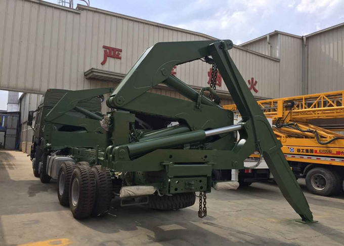 20 / 40 Feet Container Side Loader Truck 37 Tons For Container Loading And Lifting