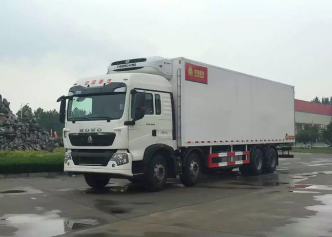 8×4 Refrigerated Trucks And Vans SINOTRUK HOWO 40 Ton For Carrying Frozen Foods