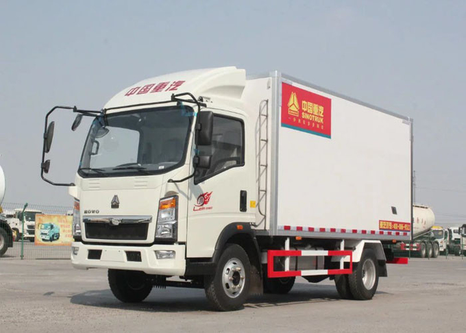 Refrigerated Delivery Truck 4 X 2 8 Tons 140 HP Engine Carrying Vegetables / Fruits