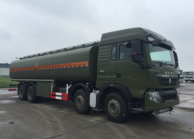 Stable Fuel Tanker Truck SINOTRUK HOWO 30 - 40 Tons For Oil Transportation 8X4 RHD
