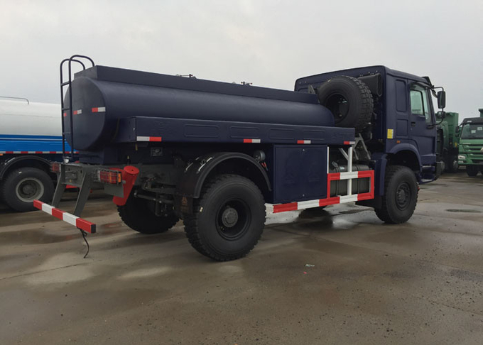 4X4 Off Road Oil Tank Trucks / Edible Oil Transport Truck Hydraulically Clutch