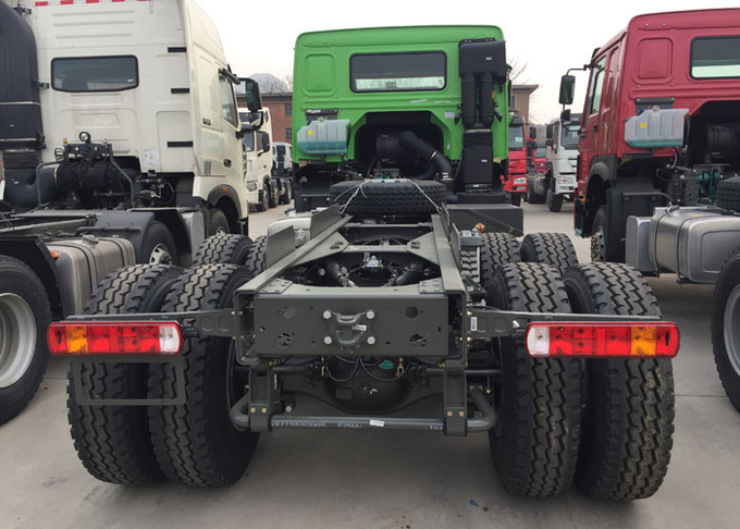 Dropside Cargo Truck Chassis SINOTRUK HOWO ZZ1257N4341W Green Lorry Vehicle