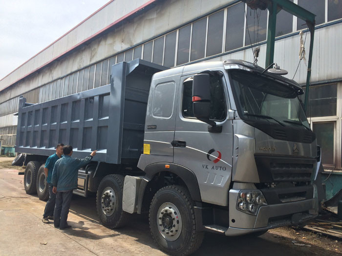 Tipper Dump Truck SINOTRUK HOWO A7 8X4 for Construction ZZ3317N3867N1